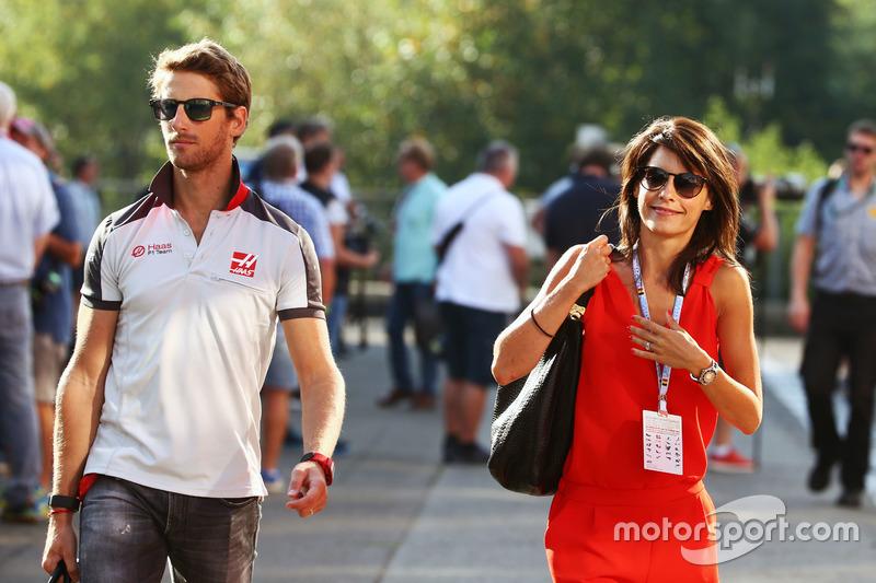 (Da sx a dx): Romain Grosjean, Haas F1 Team con la moglie Marion Jolles Grosjean, Presentatrice TF1