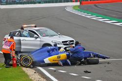 Marcus Ericsson, Sauber C35 crashed in the third practice session