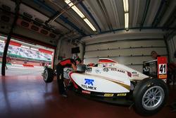 Raúl Guzmán Marchina, DR Formula en el garaje del equipo