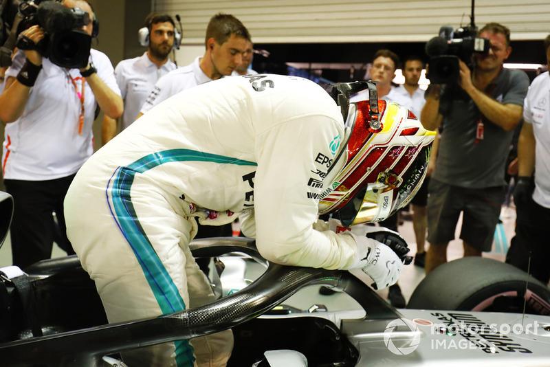 Lewis Hamilton, Mercedes AMG F1 W09 EQ Power+, celebra después de tomar Pole Position