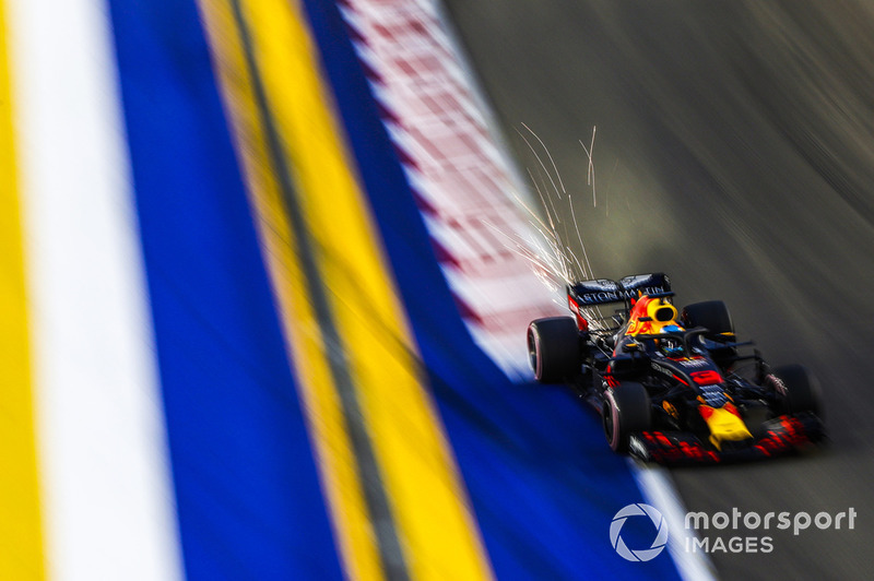 6: Daniel Ricciardo, Red Bull Racing RB14, 1'36.996