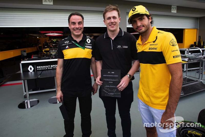Студенти Infiniti Engineering Academy, Карлос Сайнс-мол., Renault Sport F1 Team