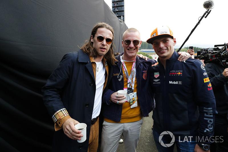Miembros de Jungle con Max Verstappen, Red Bull Racing