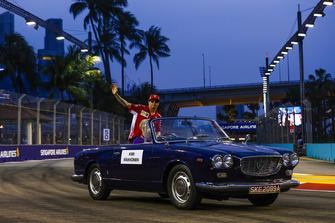 Kimi Raikkonen, Ferrari, waves on the on the drivers' parade from a Lancia Flaminia cabriolet
