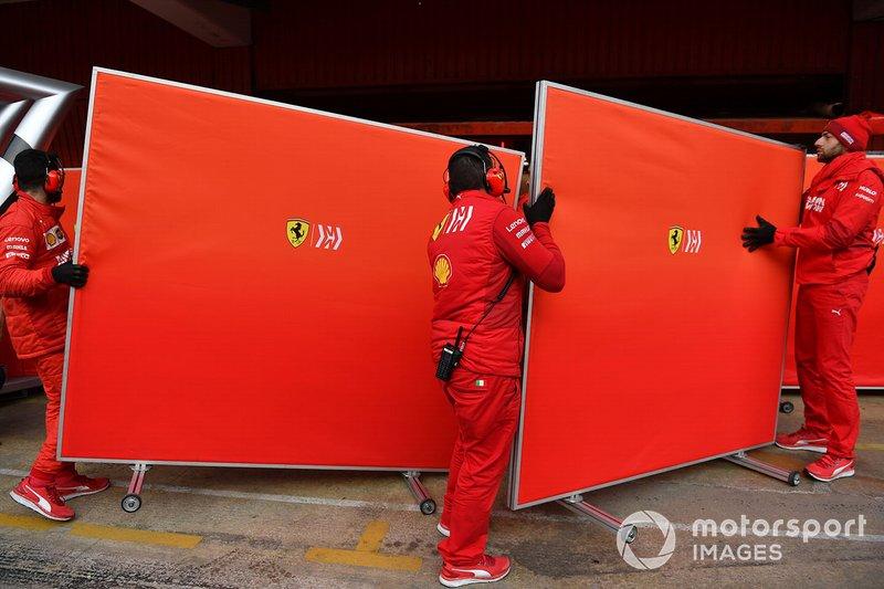 Ferrari mechanics with garage screens