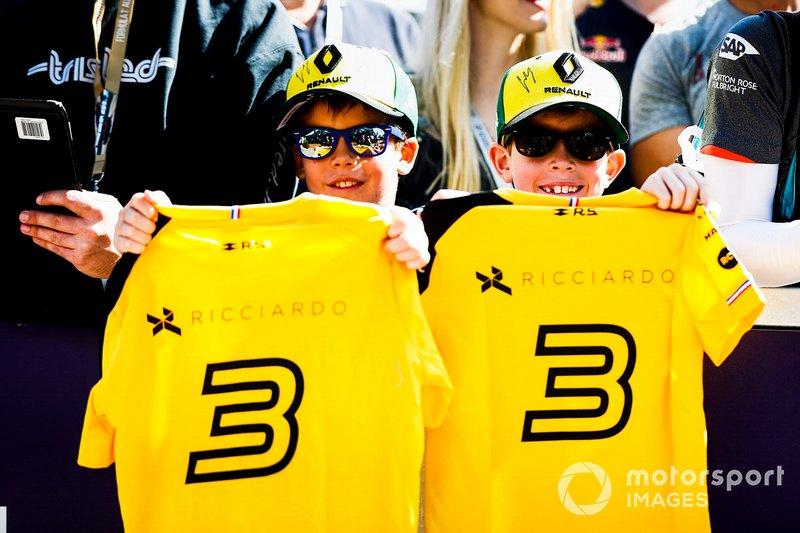 Des jeunes fans de Renault