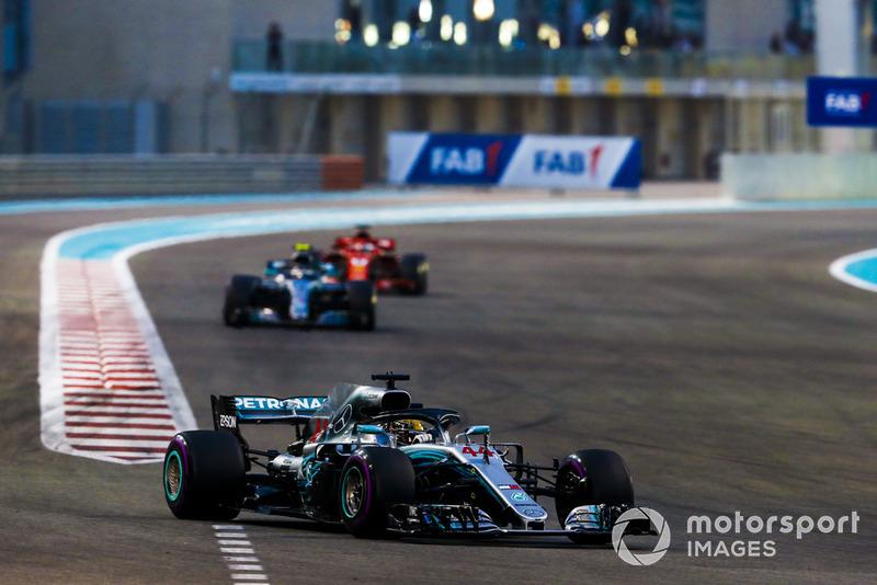 Lewis Hamilton, Mercedes AMG F1 W09 EQ Power+, Valtteri Bottas, Mercedes AMG F1 W09 EQ Power+, y Sebastian Vettel, Ferrari SF71H