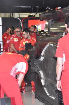 Le fond plat de la Ferrari SF71H couvert