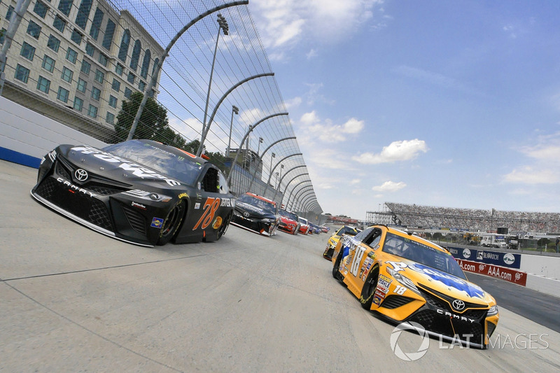 Pace-Laps: Kyle Busch, Joe Gibbs Racing, Toyota; Martin Truex Jr., Furniture Row Racing, Toyota