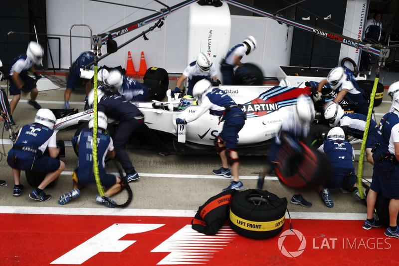 Felipe Massa, Williams FW40, pit stop