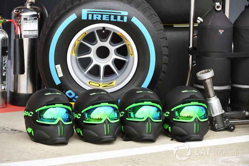 Mechaniker Helme Mercedes AMG F1 Bei Silverstone Formel