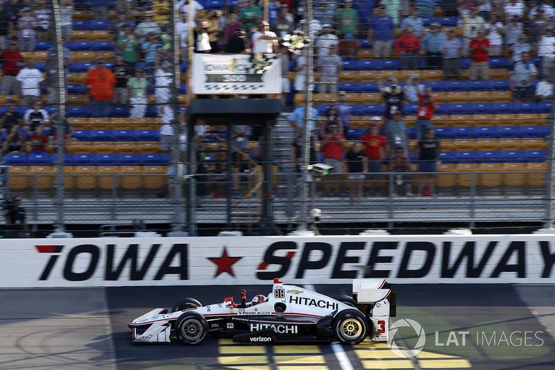Sieg für Helio Castroneves, Team Penske Chevrolet