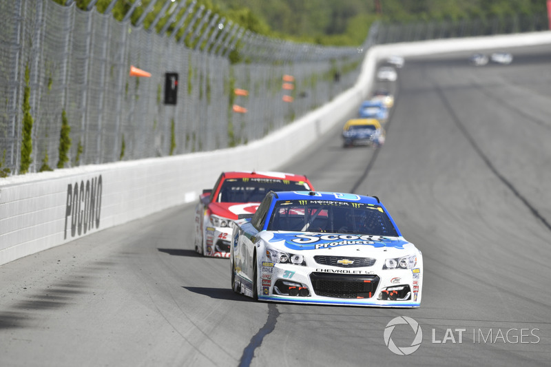 Chris Buescher, JTG Daugherty Racing Chevrolet, Kyle Larson, Chip Ganassi Racing Chevrolet