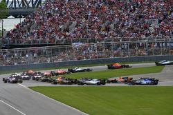 Lewis Hamilton, Mercedes-Benz F1 W08 líder en la arrancada