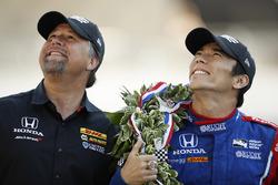 Winner Takuma Sato with team owner Michael Andretti, Andretti Autosport Honda