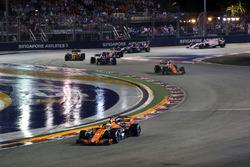 Старт гонки: Фернандо Алонсо, McLaren MCL32