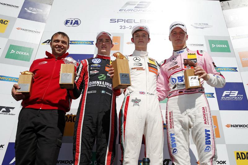 Podium : le vainqueur Callum Ilott, Prema Powerteam, Dallara F317 - Mercedes-Benz, le deuxième Joel Eriksson, Motopark Dallara F317 - Volkswagen, le troisième Maximilian Günther, Prema Powerteam Dallara F317 - Mercedes-Benz