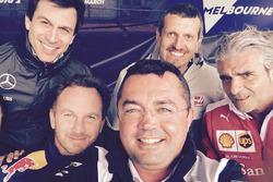 Selfie: Eric Boullier mit Toto Wolff, Günther Steiner, Christian Horner, Maurizio Arrivabene