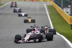 Sergio Perez, Sahara Force India F1 VJM10, Kevin Magnussen, Haas F1 Team VF-17