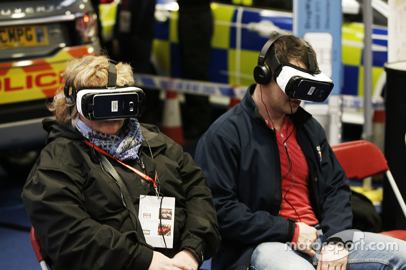 Fans experience VR
