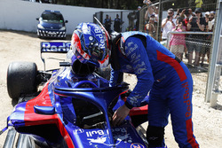 Pierre Gasly, Toro Rosso, retires from the race