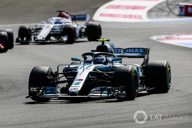Valtteri Bottas, Mercedes AMG F1 W09, Marcus Ericsson, Sauber C37