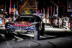 Les vainqueurs #303 Peugeot Sport Peugeot 3008 DKR: Carlos Sainz, Lucas Cruz
