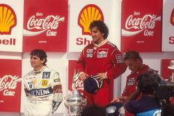 Podio: il vincitore della gara Alain Prost, McLaren, il secondo classificato Nelson Piquet, Williams, il terzo classificato Stefan Johansson, McLaren