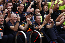 The Red Bull team celebrate with Daniel Ricciardo, Red Bull Racing next to the swimming pool on the Energy Station. Adrian Newey, Chief Technical Officer, Red Bull Racing, and Christian Horner, Team Principal, Red Bull Racing