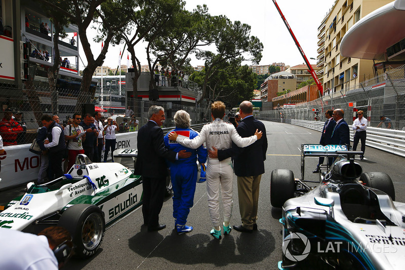 Chase Carey, Chairman, Formula One, Keke Rosberg, 1982 world champion, Nico Rosberg, 2016 world champion, and Prince Albert of Monaco on the grid