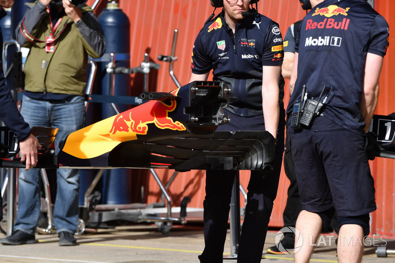 Red Bull Racing RB14 ön kanat detayı