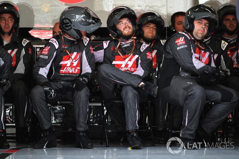 Механики Haas F1