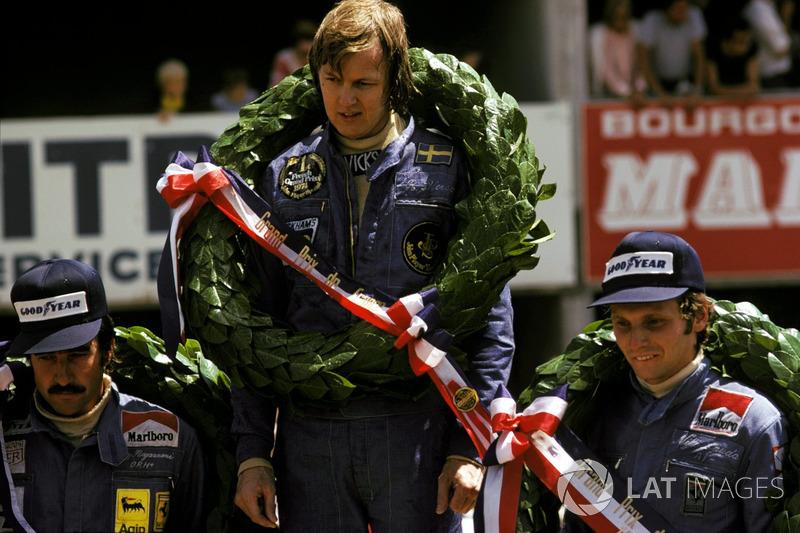 Podio  ganador de la carrera Ronnie Peterson, Lotus, segundo lugar Niki  Lauda, 0e872cb4e7