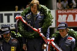 Podio: il vincitore della gara Ronnie Peterson, Lotus, il secondo classificato Niki Lauda, Ferrari, il terzo classificato Clay Regazzoni, Ferrari