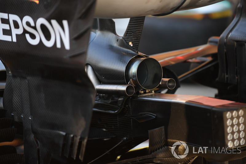 Mercedes-AMG F1 W09, scarico