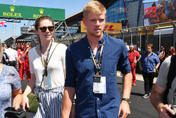 Kyle Edmund, Tennis Player and girlfriend on the grid