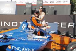 Scott Dixon, Chip Ganassi Racing Honda and wife Emma celebrate in victory lane