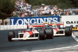 Alain Prost, McLaren MP4/4 lidera a Ayrton Senna, McLaren MP4/4