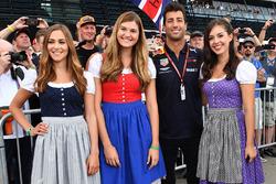 Daniel Ricciardo, Red Bull Racing y unas chicas