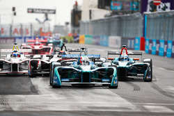 Antonio Felix da Costa, Andretti Formula E Team, leadsLuca Filippi, NIO Formula E Team, Edoardo Mortara, Venturi Formula E Team