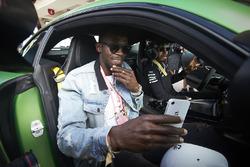 Usain Bolt fait un tour avec Lewis Hamilton, Mercedes AMG F1