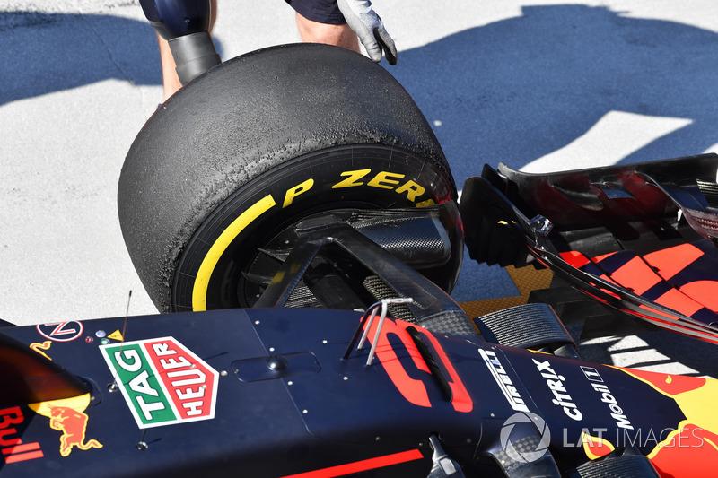 Передня шина Red Bull Racing RB14