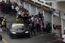 Augusto Farfus, BMW Team Schnitzer, BMW M6 GT3 ai box