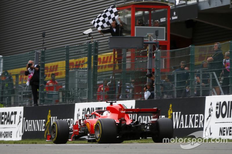 Segundo do grid, Vettel passou Hamilton logo na primeira volta para conquistar sua 52ª vitória na Fórmula 1