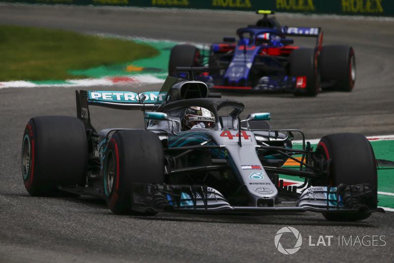 Lewis Hamilton, Mercedes AMG F1 W09 and Pierre Gasly, Scuderia Toro Rosso STR13