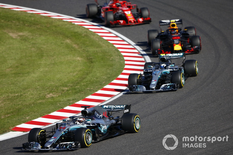 Lewis Hamilton, Mercedes AMG F1 W09, devant Valtteri Bottas, Mercedes AMG F1 W09 et Sebastian Vettel, Ferrari SF71H