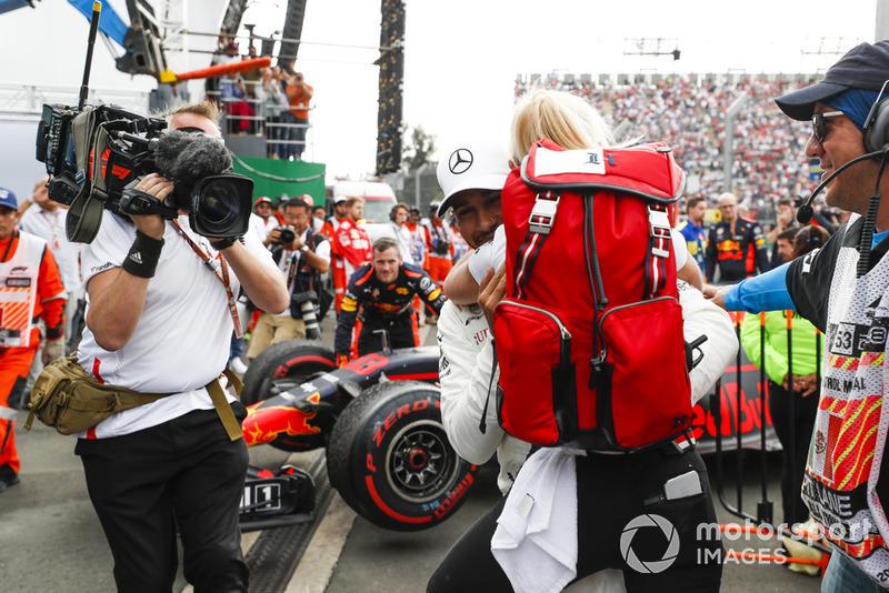 Lewis Hamilton, Mercedes AMG F1, fête son cinquième titre mondial