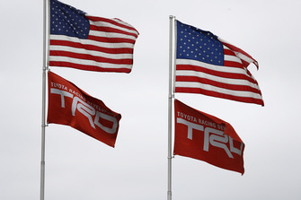 Toyota TRD banderas