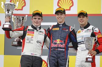 Podium : le vainqueur Daniil Kvyat, MW Arden, le deuxième Conor Daly, ART Grand Prix, le troisième Facu Regalia, ART Grand Prix