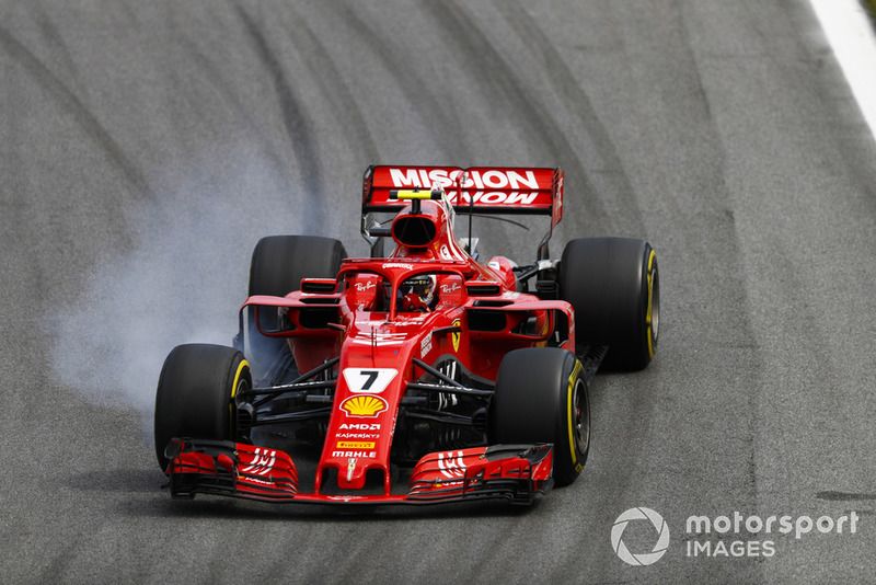 Kimi Raikkonen, Ferrari SF71H, locks up